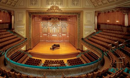新英格兰买球软件(The New England Conservatory)是美国一所历史悠久的学院,以严谨的学科制度和创新型的协作方式而闻名。今天小编来带大家看看新英格兰买球软件一年学费要多少?学费贵吗?